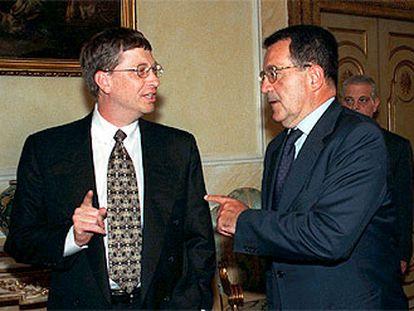 Bill Gates (a la izquierda), con el presidente de la Comisión Europea, Romano Prodi, en septiembre de 1998.