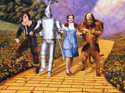 Fotograma de la película 'El mago de Oz' (1939). En vídeo, tráiler de la película remasterizada (2014).