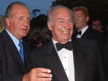Juan Carlos I y Karim Aga Khan, en la gala de la Copa del América, en el año 2001.