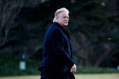 Donald Trump, con el rostro bicolor tras aterrizar con su helicóptero en Washington el pasado sábado.