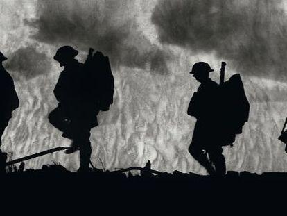 Regimiento avanzando hacia el frente durante la I Guerra mundial en posiciones francesas.