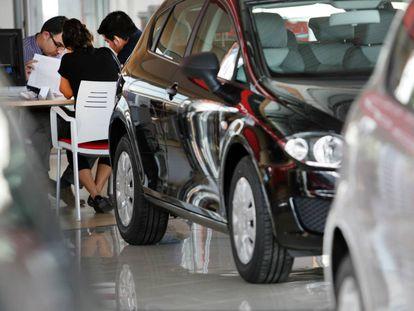 Concesionario de automóviles en Santiago.