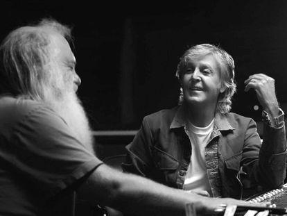 Imagen promocional de la serie 'McCartney 3, 2, 1'.