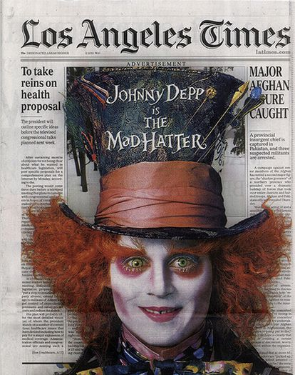 Portada del periódico 'Los Angeles Time' con la publicidad de la película 'Alicia en el país de las maravillas'