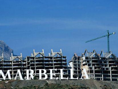 Durante más de dos décadas, Marbella vivió en un continuo estado de construcción de viviendas que en su mayoría eran ilegales. |