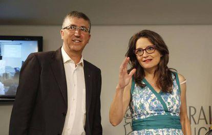 Mónica Oltra, tras el pleno del Gobierno valenciano junto al consejero Rafael Climent.