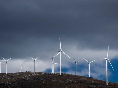 Molinos productores de energía eólica en el municipio de Lubián, en Zamora.