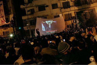 La plaza de la Liberación de El Cairo se ha paralizado ante el discurso en la televisión de Mubarak. Un discurso en el que tenían puestas sus expectativas en la marcha del presidente.