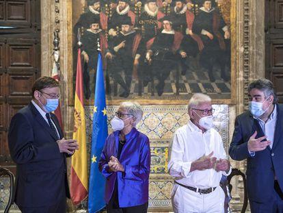 Ximo Puig, Annalisa, Raimon y José Luis Rodríguez Uribes, en la Generalitat.