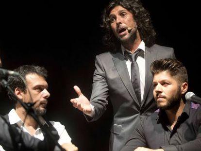 Arcángel (de pie), en su actuación en el Festival del Cante de las Minas.