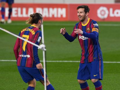 Griezmann da las gracias a Messi por facilitarle el gol ante el Betis.