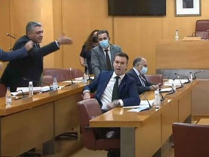 Sesión plenaria en la Asamblea de Ceuta el pasado mes de mayo, en la que el consejero de Medio Ambiente, Yamal Dris (PP), se enfrenta al diputado de Vox Carlos Verdejo.