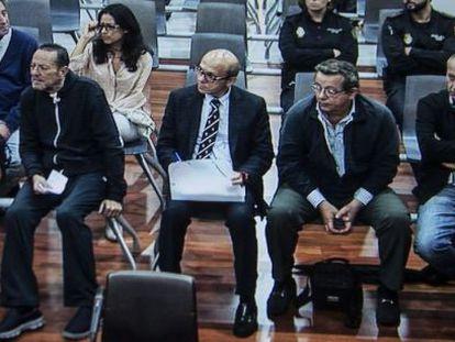Julián Muñoz sentado junto a José María del Nido, durante el juicio.