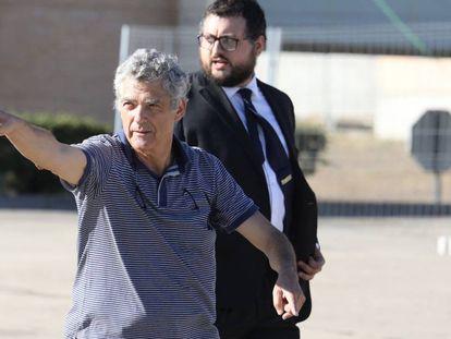Ángel María Villar, saliendo de la cárcel de Soto del Real.