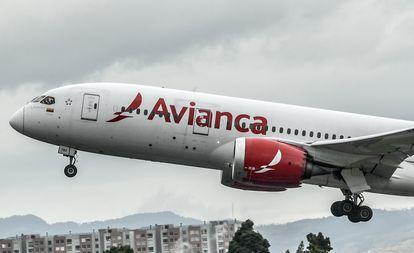 Un avión de Avianca en el aeropuerto El Dorado, en Bogotá.