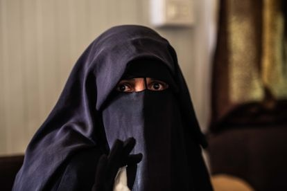 Loubna Fares (41) durante una entrevista con EL PAÍS en el campo de Al Hol en el noreste de Siria en abril de 2019.