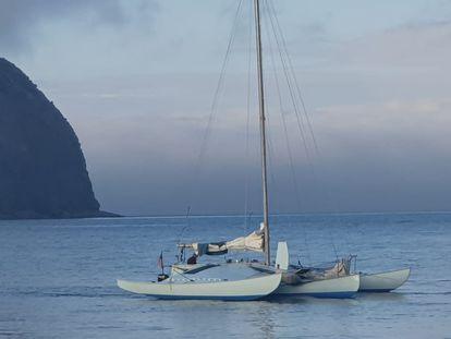 El 'Nandi', fondeando en Horta, en la isla Faial, en el archipiélago de las Azores (Portugal).