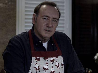 Kevin Spacey, en el vídeo publicado por él mismo y titulado 'Déjame ser Frank', en referencia a su personaje en 'House of Cards'.