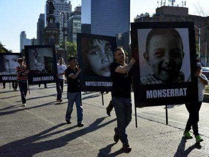 Manifestación en memoria de los niños en el Distrito Federal.