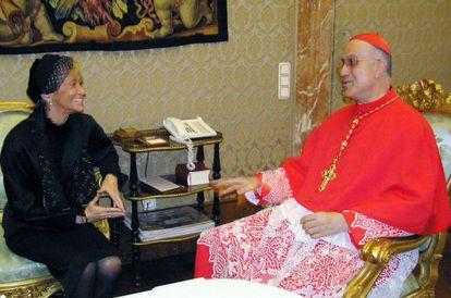 María Teresa  Fernández de la Vega, cuando era vicepresidenta, con el cardenal Bertone.