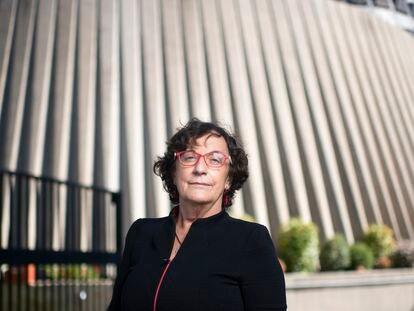 María Luisa Balaguer, magistrada del Tribunal Constitucional, frente a su sede en Madrid.
