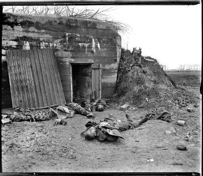 """""""21/10/1918. Resistencia final alemana en Hooglède (Bélgica)"""", escribe sobre el negativo de vidrio el autor."""