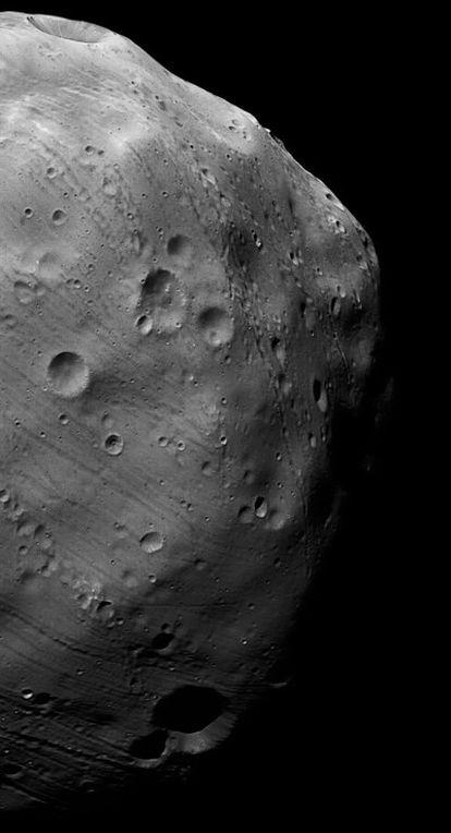 La cámara de alta resolución de <i>Mars Express</i> tomó está imagen de la mayor luna de Marte el 7 de marzo.