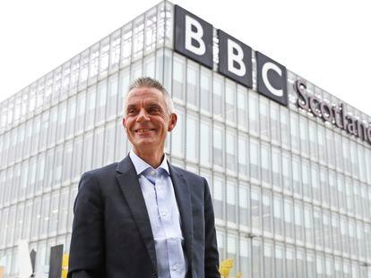El nuevo director general de la BBC, Tim Davie, este martes ante la sede de Glasgow