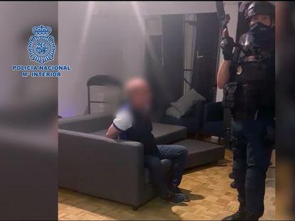Hugo 'El Pollo' Carvajal, custodiado por la Policía Nacional tras su detención en Madrid el pasado 9 de septiembre