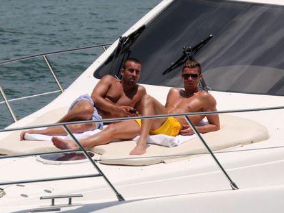 Cristiano Ronaldo con un amigo el pasado 14 de junio en un yate en Miami.