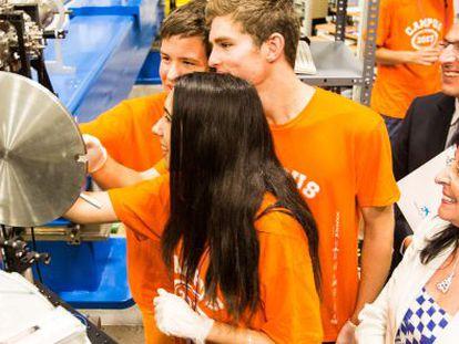 Los alumnos participando en una de las actividades del Campus Científico de Verano