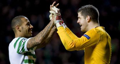 Los jugadores del Celtic celebran la victoria.