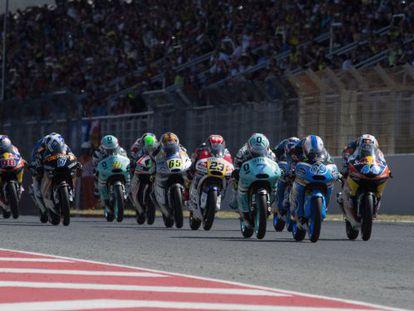 Pilotos de Moto3 en el gran premio de Cataluña en Montmeló.