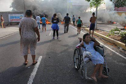 Protestas en Maracaibo en rechazo al racionamiento eléctrico obligado por la sequía.