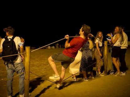 Botellón en la primera noche de la vuelta del toque de queda en Barcelona.