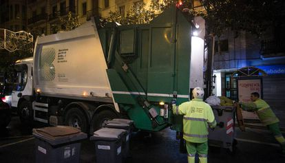 Recogida de basuras en Barcelona.