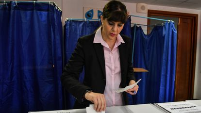Laura Kövesi, exfiscal anticorrupción rumana, votaba en las elecciones europeas, el 26 de mayo de 2019 en Bucarest.
