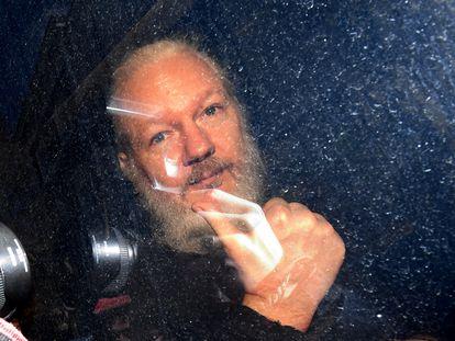Julian Assange, durante su traslado a un tribunal de Londres, el 11 de abril de 2019.