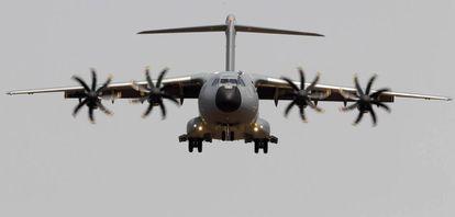 Un avión de transporte militar A400M, que se ensambla en la factoría de Sevilla.