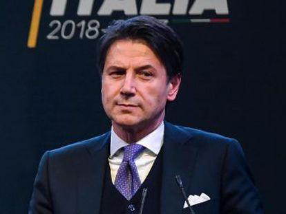 El profesor elegido por el Movimiento 5 Estrellas habría hinchado su hoja de servicios académicos y sigue planteando serias dudas al presidente Mattarella