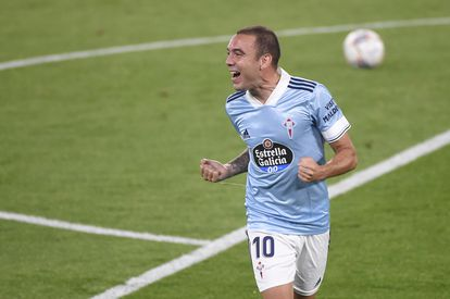 Aspas celebra uno de sus goles al Valencia