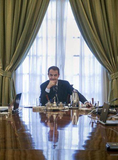 El presidente Zapatero en el primer Consejo de Ministros tras la remodelación del Gobierno.