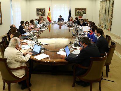 El presidente del Gobierno, Pedro Sánchez, preside el primer Consejo de Ministros tras el parón estival, ayer en La Moncloa.