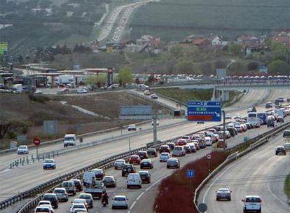 Retenciones de salida de Madrid en el kilómetro 22 de la carretera de Extremadura (A-5).