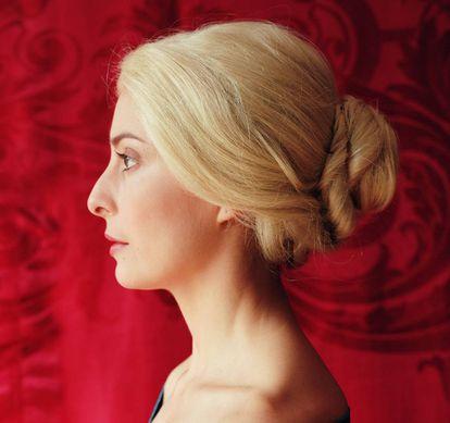 Retrato de Diana Larrea perteneciente a su serie 'Olimpia en San Francisco' (2005), basada en las representaciones femeninas de 'Vértigo' de Alfred Hitchcock. |