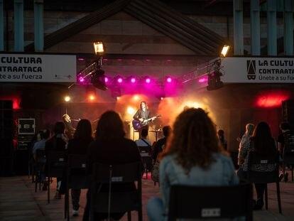 Imagen del concierto de Rulo y la Contrabanda en el Palacio de festivales de Cantabria.