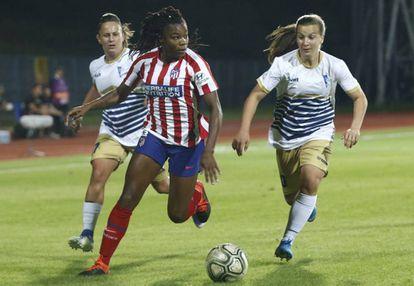 Ludmila controla la pelota, durante el partido ante el Spartak Subotica.