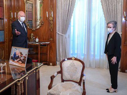 El presidente de Túnez, Kais Said, junto a la primera ministra, Najla Bouden, en una foto publicada por la Presidencia en Facebook.
