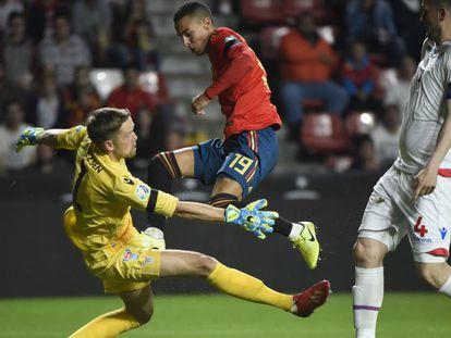 Rodrigo marca el segundo gol. En vídeo, declaraciones posteriores al encuentro de Paco Alcácer, Dani Carvajal y Sergio Ramos.