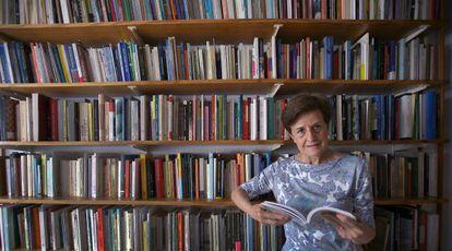 Adela Cortina, en su casa de Valencia.